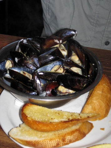 Steamed Penn Cove Mussels with Garlic Bread